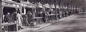 """""""Libros de viejo"""" en la Cuesta de Moyano en Madrid. (diciembre 1940. Hermes Pato)"""