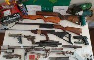 La Guardia Civil detiene a una persona por un presunto delito de tenencia ilícita de armas que portaba un arma corta cuando sufrió un accidente de circulación