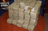 La Guardia Civil incauta 80 kg de hachís ocultos en el equipaje de un turismo