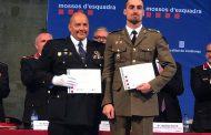 Un oficial del Ejército distinguido por el Cuerpo de los Mozos de Escuadra.