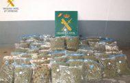 La Guardia Civil detiene a una persona que transportaba en una furgoneta 76 kg de marihuana