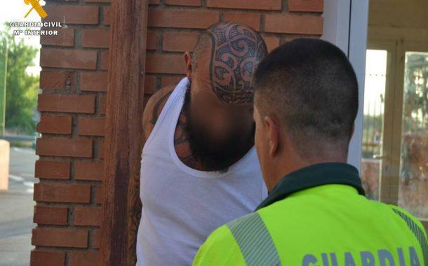 """La Guardia Civil detiene a un componente de la banda motera """"Hell's Angels"""" que se hallaba en la lista de los 20 criminales más buscados de Europa"""