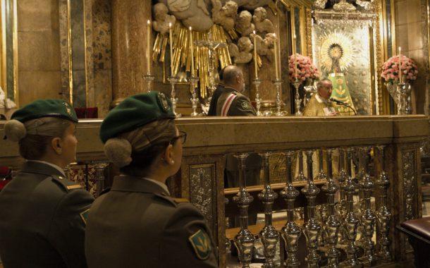 Ofrenda de flores a la Virgen del Pilar por parte de la Brigada Logística